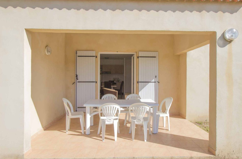 Terrasse avec table & chaise