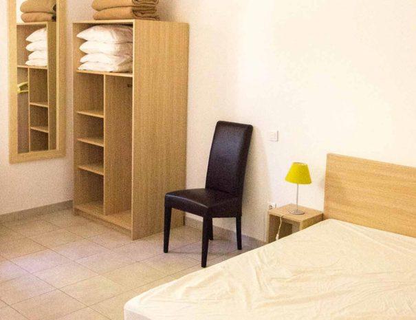 Chambre (PMR) avec un lit double